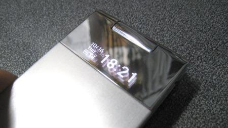 鏡面仕上げに浮かぶ液晶